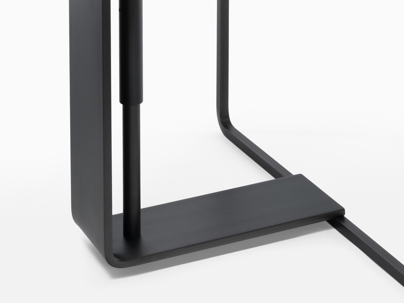 Console Console One- Black Steel - Base Detail